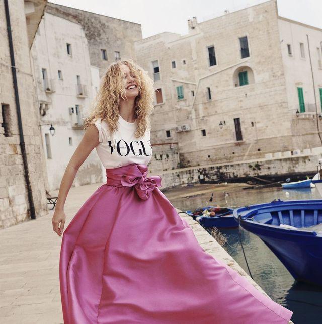 Onwijs Zo draag je het nieuwe Vogue T-shirt UB-21