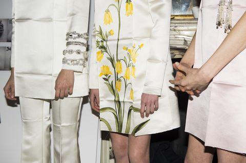 Yellow, Textile, Petal, Bouquet, Floristry, Cut flowers, Flowering plant, Flower Arranging, Beige, Floral design,