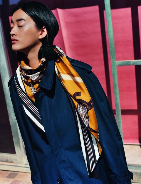 2019愛馬仕秋冬絲巾新品,絲巾最經典的纏繞法,簡單有型。