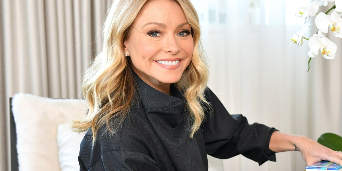 Kelly Ripa Just Showed Off Her Gray Hairs In A New Mirror Selfie