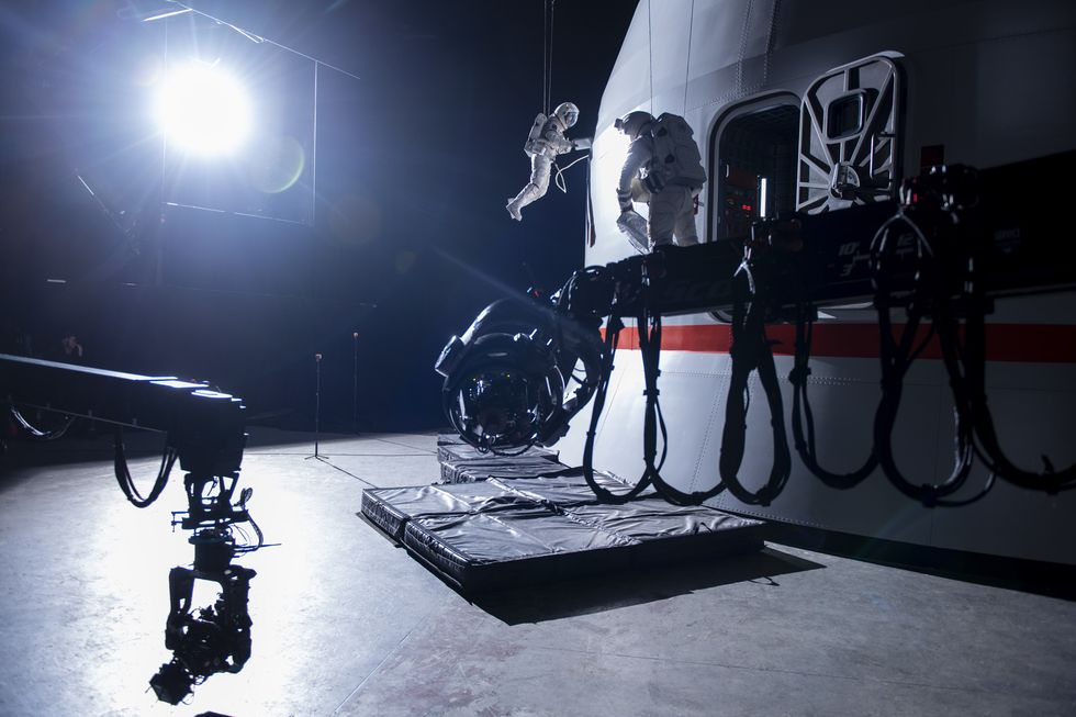 How Netflix Filmed Those Zero-G Scenes in <em>Away</em> thumbnail