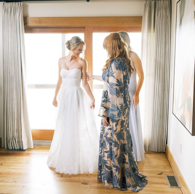 ree drummond and her daughter paige see alex drummond's wedding dress for the first time