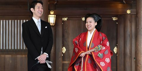 Red carpet, Carpet, Fashion, Flooring, Formal wear, Costume, Event, Temple, Ceremony,