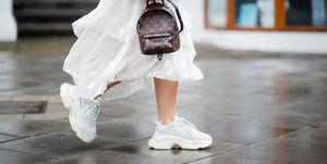 street-style-witte-sneakers