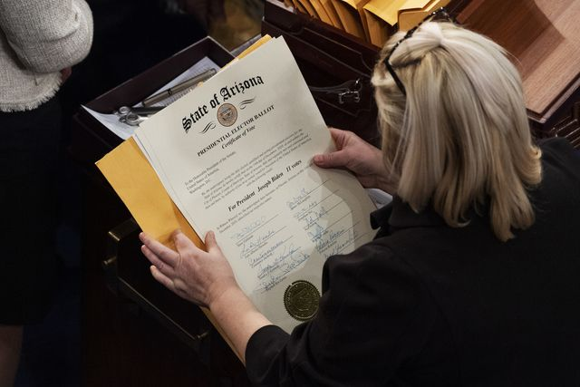 united states   january 6 aides prepare arizona's s electoral college votes to be certified during a joint session of congress in the house chamber on wednesday, january 6, 2021 photo by tom williamscq roll call