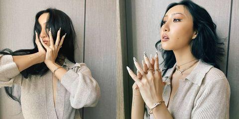 「深v針織+項鍊疊戴」臉部輪廓更顯瘦!jessica、華莎寶格麗珠寶穿搭重點必須學