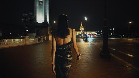 向cristóbal balenciaga致敬!balenciaga以「升級再造」無性別服飾夜遊巴黎