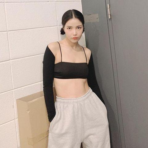 solar名品腹肌不得了!穿短版上衣展現健康性感美
