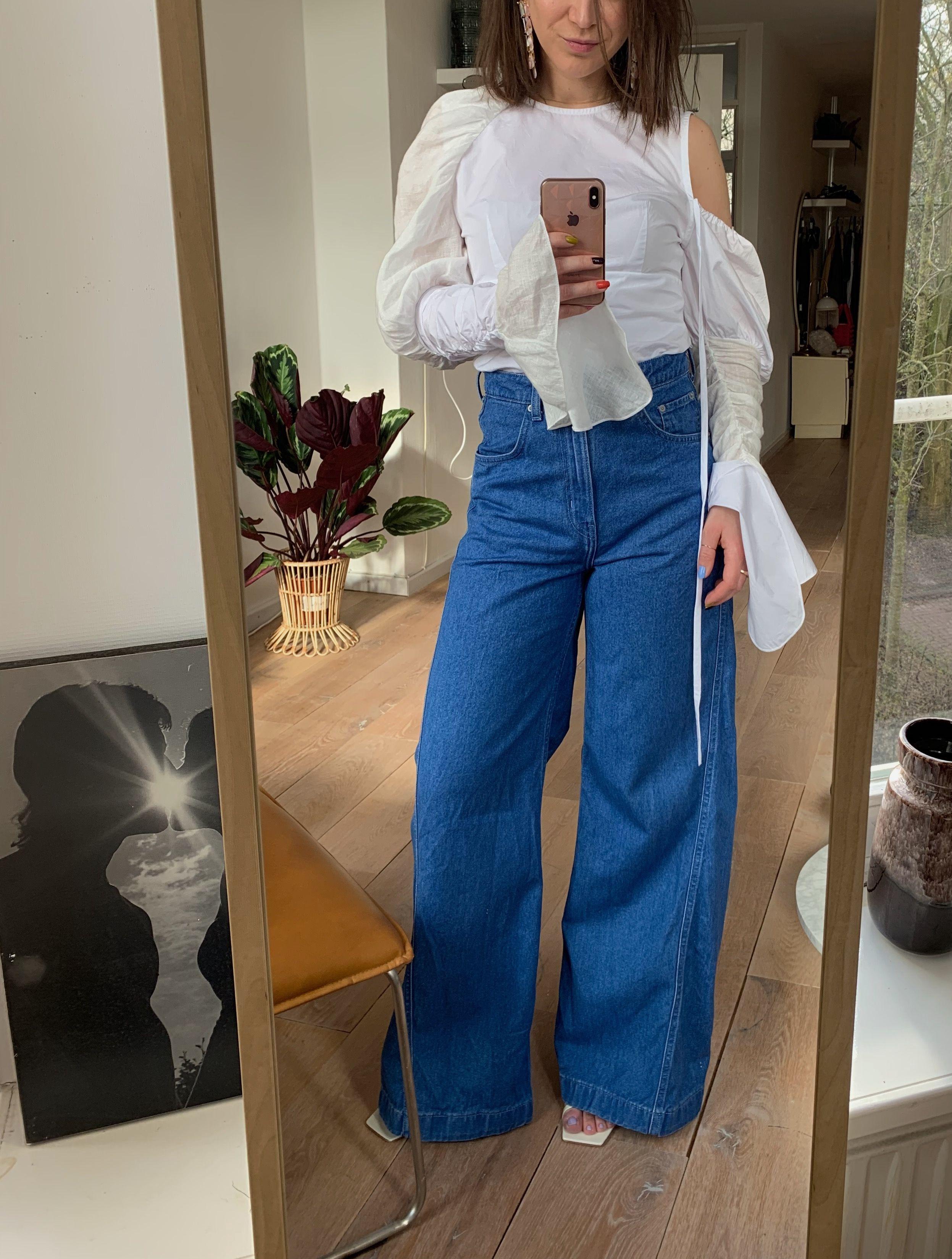 Team ELLE ootd, loewe top, flared jeans, weekday