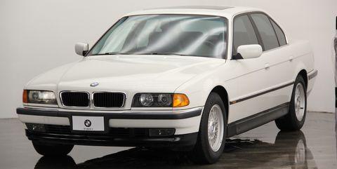 Land vehicle, Vehicle, Car, Personal luxury car, Bmw, Luxury vehicle, Full-size car, Sedan, Automotive design, Executive car,