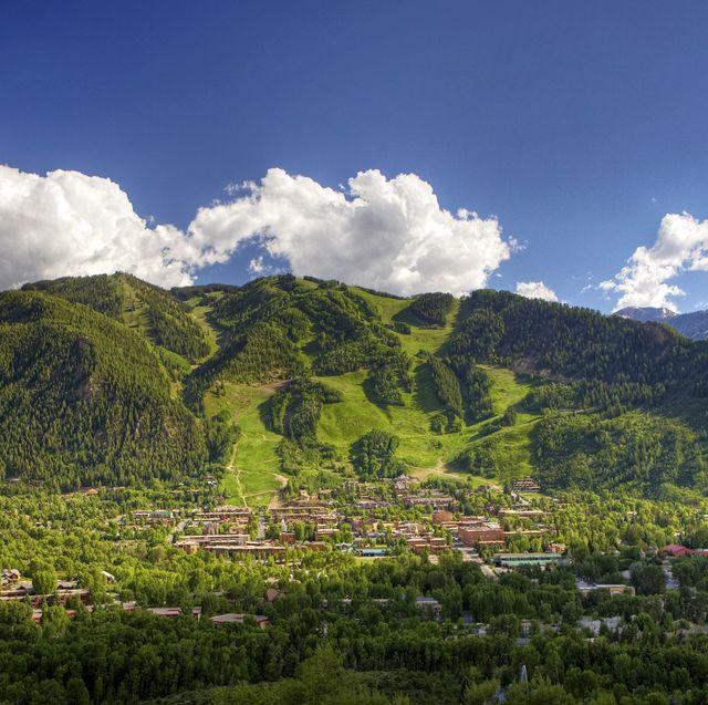Mountainous landforms, Highland, Mountain, Nature, Sky, Natural landscape, Vegetation, Hill station, Mountain range, Green,