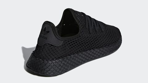 Footwear, Black, Shoe, White, Sportswear, Plimsoll shoe, Outdoor shoe, Sneakers, Walking shoe, Athletic shoe,