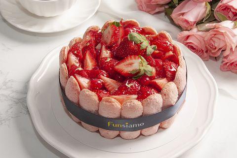 Funsiamo手做甜點店推出大人系精品甜點「威士忌巧克力蛋糕」。還有草莓季3款甜點:草莓馬卡龍,草莓蛋糕。