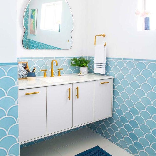 Room, Tile, Bathroom, Turquoise, Property, Interior design, Wall, Floor, Azure, Yellow,