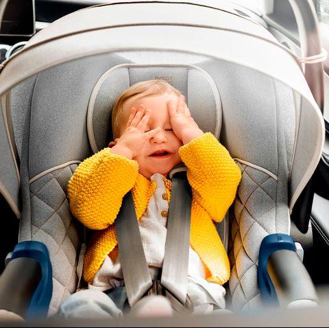 sillas, carritos y dispositivos de seguridad de britax römer para llevar al recién nacido en el automóvil