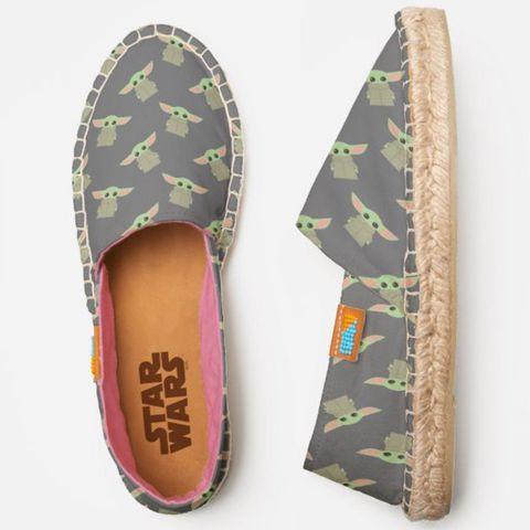 Footwear, Shoe, Green, Espadrille, Beige, Slipper, Ballet flat,