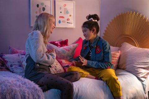 shay rudolph as stacey mcgill and momona tamada as claudia kishi in episode 202 of the baby sitters club