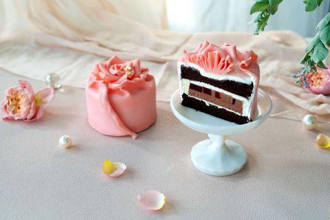 bac七夕情人節「夏戀。微醺玫瑰」蛋糕唯美登場!手工玫瑰花瓣、櫻桃酒香帶出愛情酸甜滋味