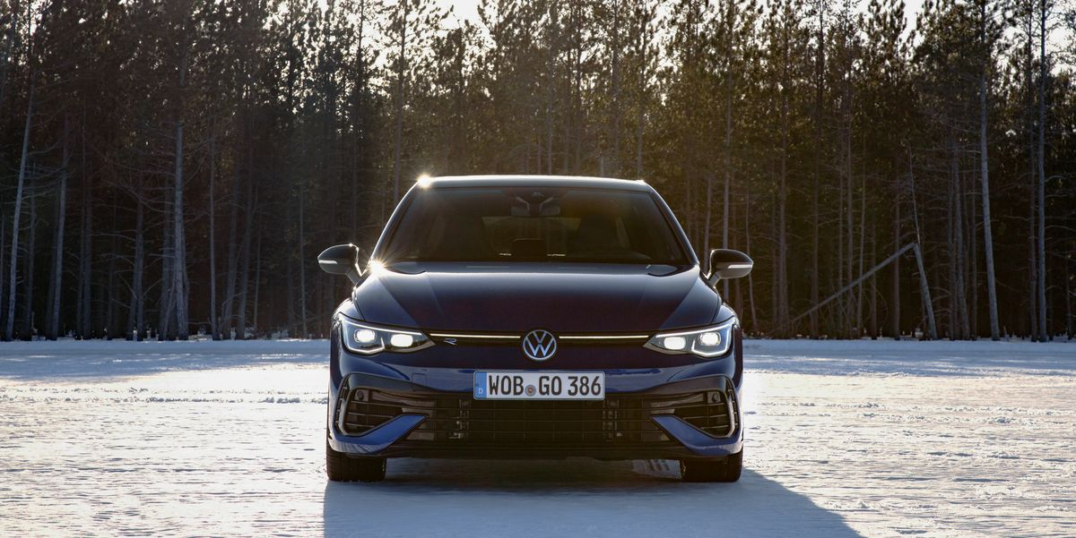 The 2022 VW Golf R Makes a Great First Impression, Even in Slush