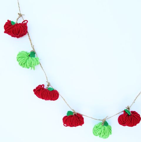 back to school craft yarn apple garland
