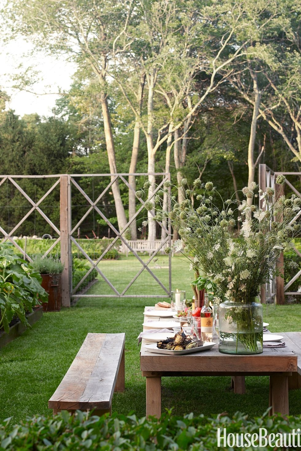 Landscaping Ideas For Backyard garden dining area