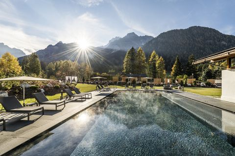Swimming pool, Sky, Property, Resort, Mountain, Real estate, Water, Estate, Building, Architecture,
