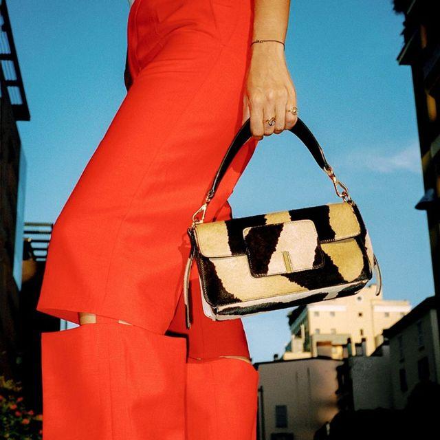 Red, Bag, Handbag, Fashion, Fashion accessory, Shoulder, Photography, Luggage and bags, Street fashion, Style,