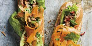 Bocadillo: Baguette con pollo y lechuga