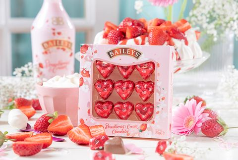 Pink, Food, Party favor, Sweetness, Wedding favors, Party, Strawberry, Strawberries, Peach, Plant,