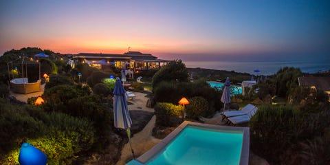 Property, Sky, Resort, Vacation, Sea, Real estate, Horizon, Ocean, Coast, Swimming pool,