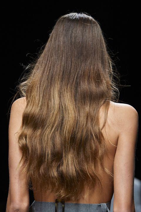 colore capelli balayage castano primavera estate 2021
