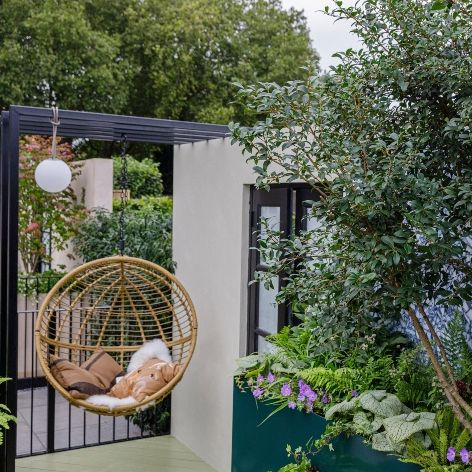 balcony and container gardens at the rhs chelsea flower show 2021