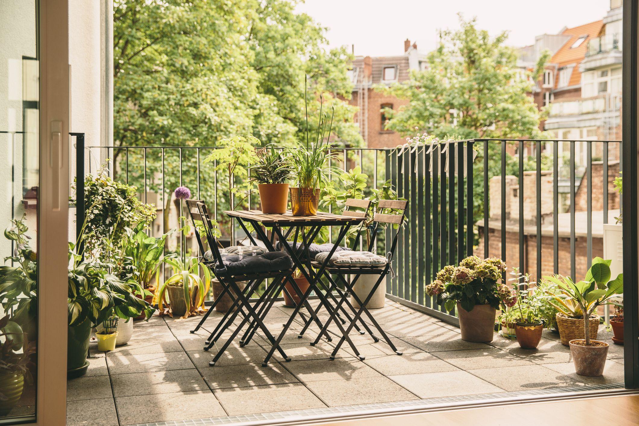 Balcony Ideas - How To Decorate A Balcony Garden