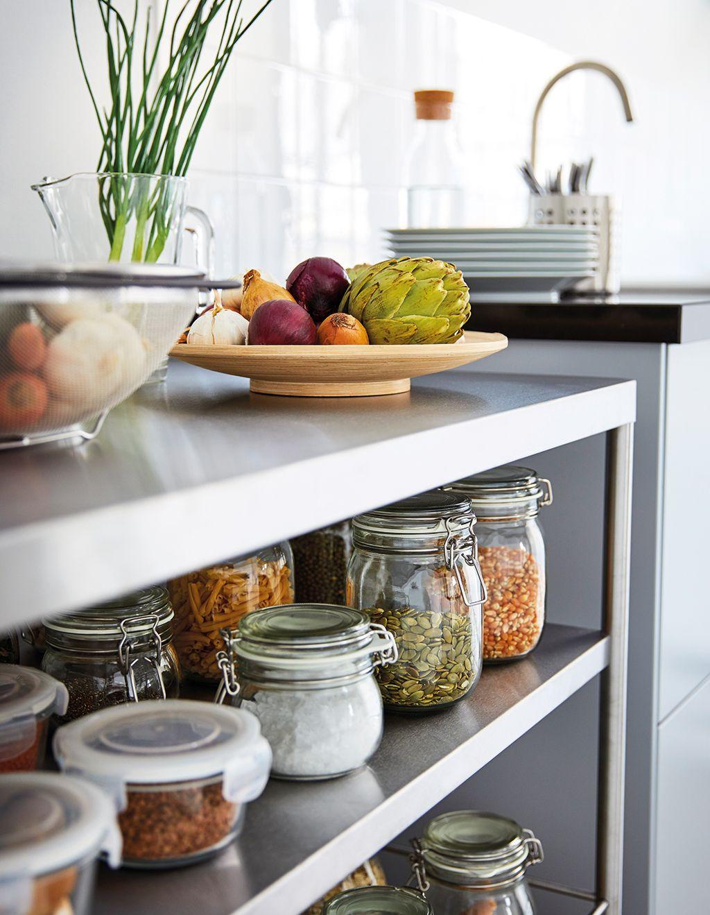 Orden en la cocina: tarros para los granos y especias