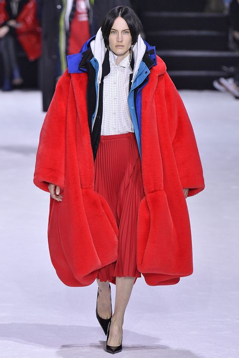 Fashion, Fashion show, Clothing, Red, Runway, Fashion model, Outerwear, Mantle, Haute couture, Street fashion,