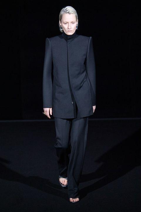Suit, Fashion, Clothing, Fashion show, Runway, Formal wear, Fashion model, Human, Pantsuit, Tuxedo,