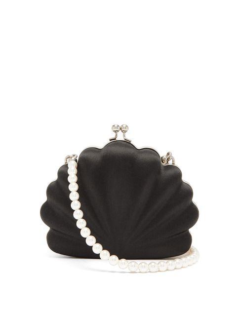 Fashion accessory, Pearl, Jewellery, Beige, Footwear, Bag, Headpiece, Silver, Chain, Handbag,