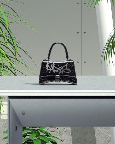 balenciaga「限時訂製包款」本周登台!巴黎世家推「塗鴉繪製」服務打造最潮年末送禮提案