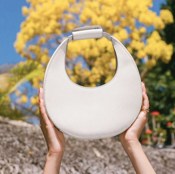 腋下包的時髦新造型!精選celine、gucci等25款精品與平價小眾品牌「半月腋下包」推薦