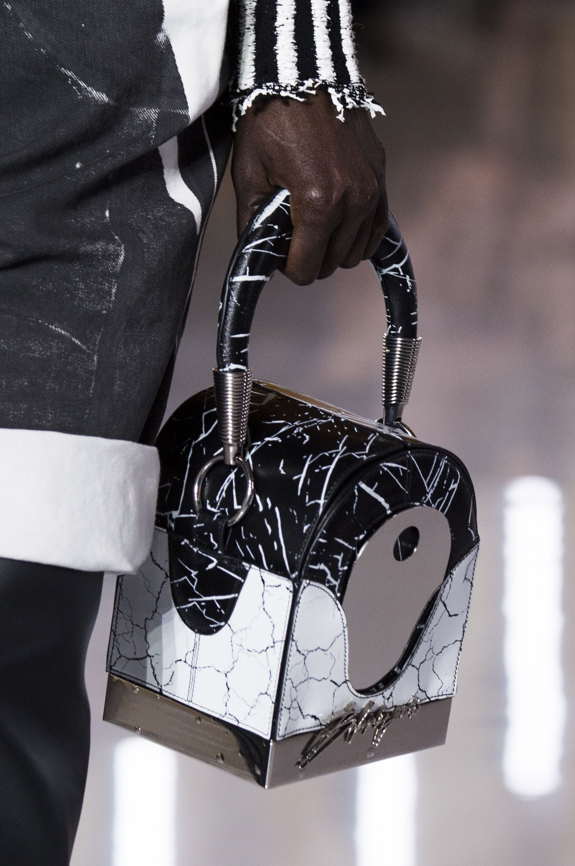 Best Spring 2019 Bags On The Runway - Spring 2019 Bag Trends 4570846a16