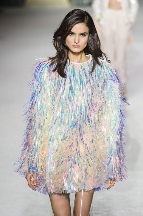 d80115f5bb79 Vestiti moda  20 modelli con le frange per l Autunno Inverno 2018 2019