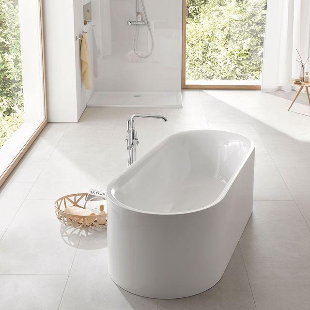 baño moderno con bañera exenta de diseño