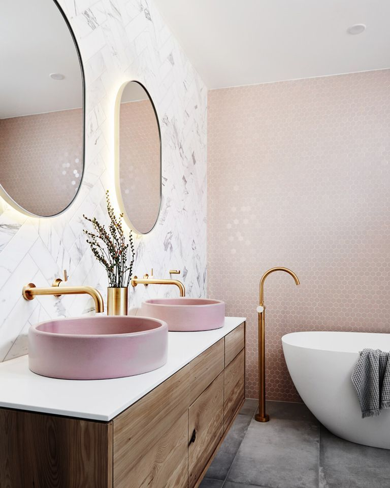 7 ideas para un baño moderno y elegante: apuesta por el dorado