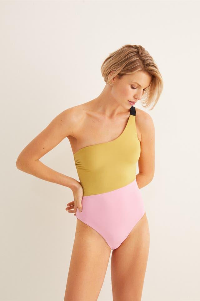 modelo con bañador bicolor de women'secret