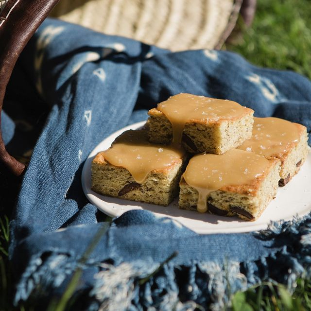 banana bread bars with salted toffee icing