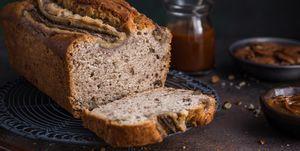 bananenbrood met hazelnoten van dafne schippers likes recept