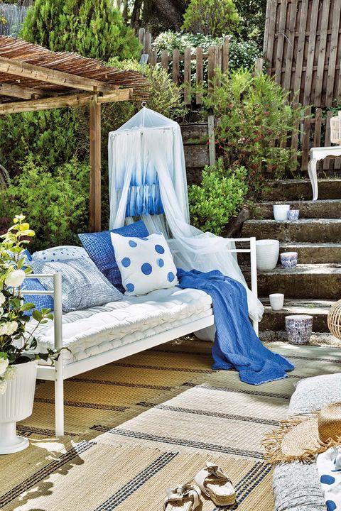 un rincón romántico en el jardín