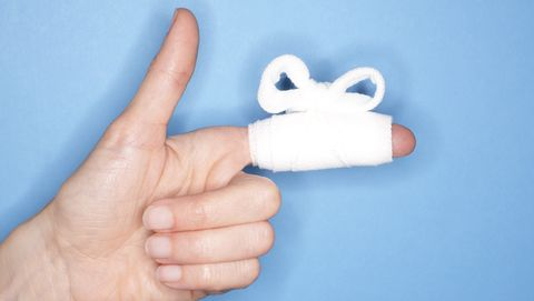 Doet je vinger pijn? Wapper met je hand, het helpt.