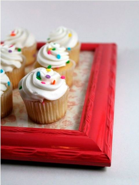 Food, Cupcake, Buttercream, Icing, Dessert, Cake, Cuisine, Cream, Cream cheese, Baking,