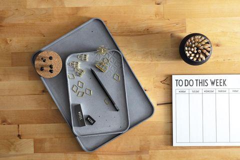 Oficina en casa: Orden en el escritorio con cajas cajas de Curver